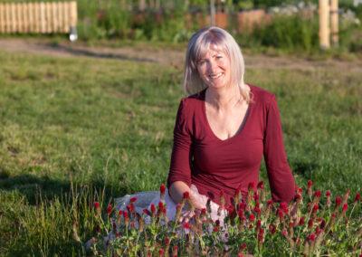 Portrétní fotografie v zahradě - Irenka